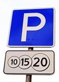 Panneau routier payé de stationnement Photos stock