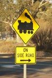 Panneau routier pour le croisement de train photos stock