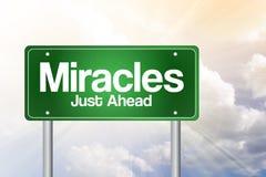 Panneau routier vert de miracles Photos libres de droits