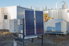 Panneau solaire au site de gaz naturel images libres de droits