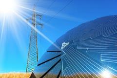 Panneau solaire - rayons de ligne électrique et de Sun Photo libre de droits