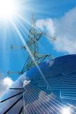 Panneau solaire - rayons de ligne électrique et de Sun Photographie stock libre de droits