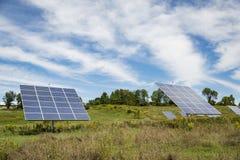 Panneau solaire sur le fond de ciel en Amérique Image stock