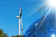 Panneau solaire - turbine et ligne électrique de vent Photographie stock