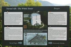 Panneau touristique d'infos de tour blanche Photographie stock