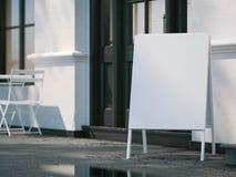 Panneau vide blanc de menu sur le trottoir rendu 3d Image stock