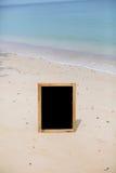 Panneau vide de menu à la plage Photo stock