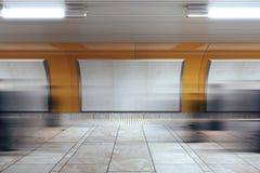 Panneaux d'affichage vides dans le souterrain Photo stock