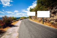 Panneaux d'affichage vides de côté de route Images libres de droits