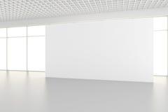 Panneaux d'affichage vides intérieurs se tenant sur le plancher dans la chambre blanche rendu 3d Photographie stock libre de droits