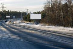 Panneaux d'affichage vides le long de la route Photographie stock libre de droits