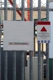 Panneaux d'avertissement au site industriel et de télécom de masque Image libre de droits