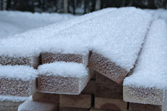 Panneaux de construction sous la neige Photographie stock