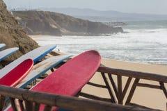 Panneaux de ressac sur la plage Photographie stock