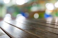Panneaux de table en bois bruns sales de vieux vintage avec la recherche brouillée Images libres de droits
