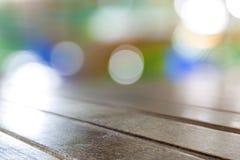 Panneaux de table en bois bruns sales de vieux vintage avec la recherche brouillée Photo libre de droits