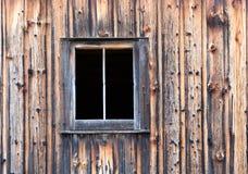 Panneaux et fenêtre affligés de grange Photographie stock libre de droits