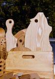 Panneaux et outils de découpage en bois utilisés dans la cuisine. Photos stock