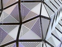 Panneaux futuristes angulaires métalliques en acier modernes Photographie stock