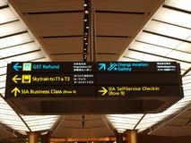 Panneaux indicateurs à l'aéroport Images libres de droits