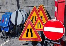 Panneaux routiers dans le stockage de police Images stock