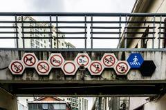 Panneaux routiers de Changhaï images stock