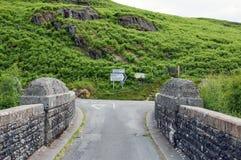 Panneaux routiers de paysage et de pays de montagne dans la vallée d'élan du Pays de Galles Photo stock