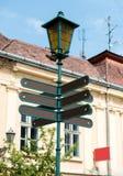 Panneaux routiers directionnels vides Photos stock