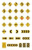 Panneaux routiers jaunes d'avertissement, signalisation réglée Photo stock