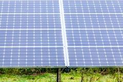 Panneaux solaires à la ferme solaire Angleterre 2 Image libre de droits