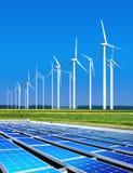 Panneaux solaires dans l'environnement bénins Image libre de droits