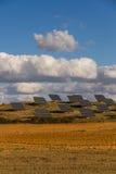 Panneaux solaires dans le domaine Photo libre de droits