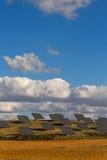 Panneaux solaires dans le domaine Photo stock
