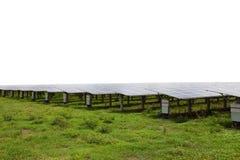 Panneaux solaires dans les fermes solaires sur le fond blanc Photo libre de droits