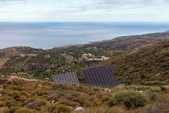 Panneaux solaires dans les montagnes Photographie stock libre de droits