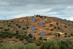 Panneaux solaires dans les montagnes Images libres de droits