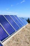 Panneaux solaires dans les montagnes portugaises Photographie stock