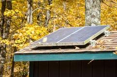 Panneaux solaires de dessus de toit Images libres de droits