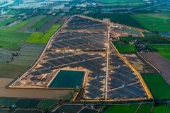 Panneaux solaires de ferme solaire photo libre de droits