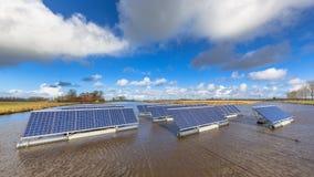 Panneaux solaires de flottement Photo libre de droits