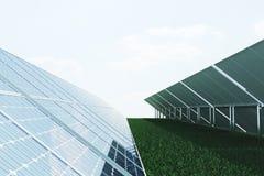panneaux solaires de l'illustration 3D sur le fond de ciel Énergie propre alternative du soleil Puissance, écologie, technologie Images libres de droits