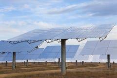 Panneaux solaires de miroir d'énergie verte renouvelable Photographie stock