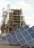 Panneaux solaires et centrale Image libre de droits