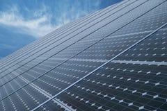 Panneaux solaires photovoltaïques industriels Photos stock