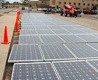 Panneaux solaires prêts à installer Photos libres de droits