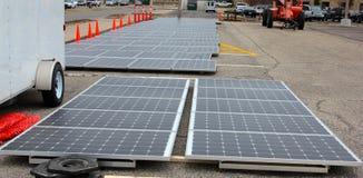 Panneaux solaires prêts à installer Image libre de droits