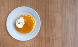 Pannekoek en boter als ontbijt Royalty-vrije Stock Afbeeldingen
