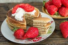 Pannekoek met aardbeien en roomijs Stock Foto