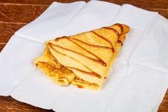 Pannekoek met karamel royalty-vrije stock afbeeldingen