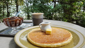 Pannekoek met koffie Stock Foto